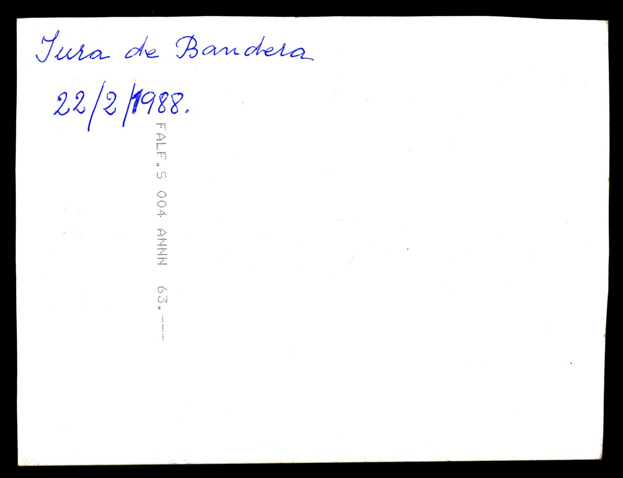 Antonio Contreras renovando su juramento a la Bandera