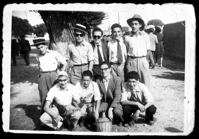 Jóvenes camino de la plaza de toros en Peñaranda de Bracamonte